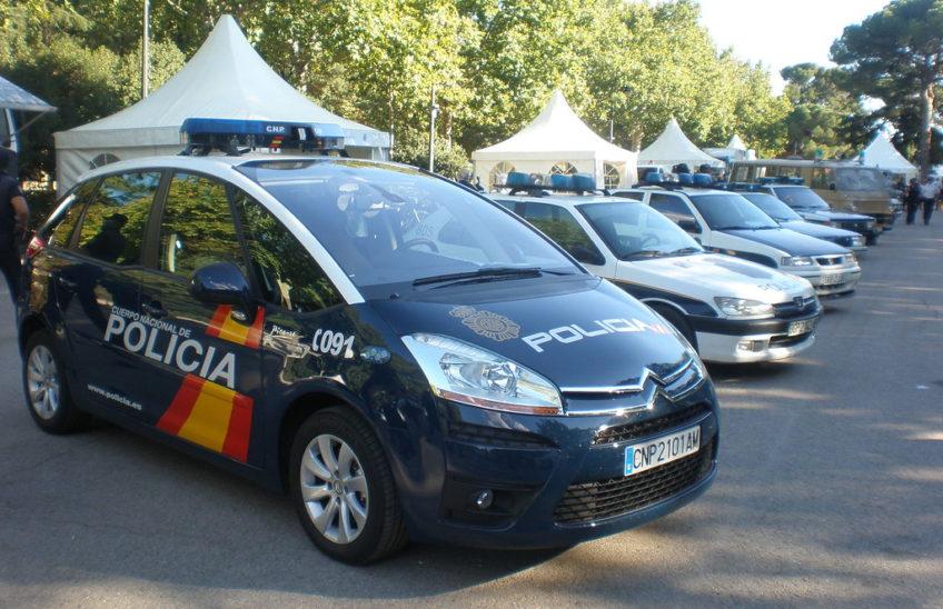 Coche policía-alpe formación